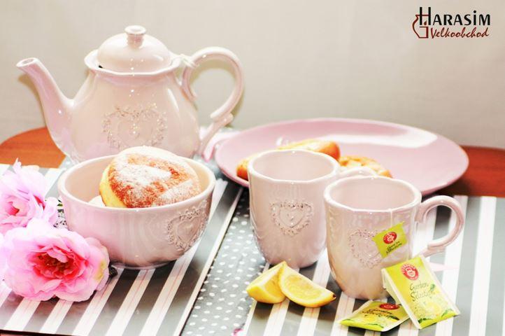 Aktuální novinkou je nádherný porcelán Angelika, který zpříjemní chvilky u popíjení dobré kávy nebo čaje